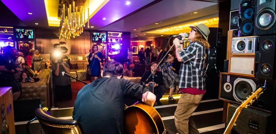 Guitarrista do RHCP faz show no Hard Rock Hotel