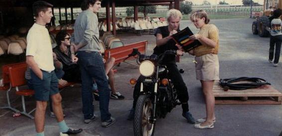 1983: Gwen Stefani pede autógrafo para Sting