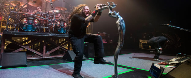 "Assista live video de ""Hater"" do Korn"