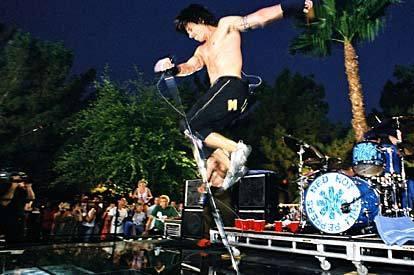 Red Hot Chili Peppers ainda não se pronunciaram sobre músicas no YouTube