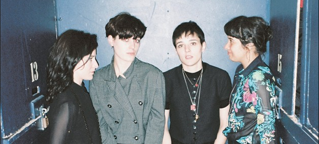 Savages canta single inédito