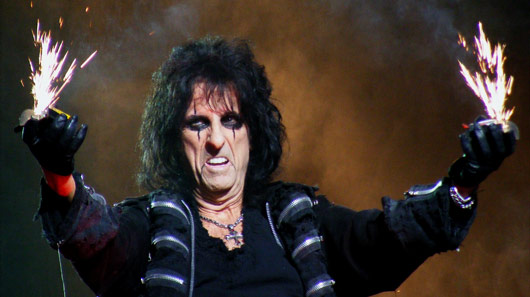 Alice Cooper toca com Foo Fighters em programa de TV