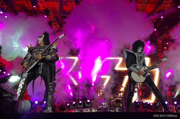 Kiss inicia no Canadá sua turnê de despedida. Veja vídeos!