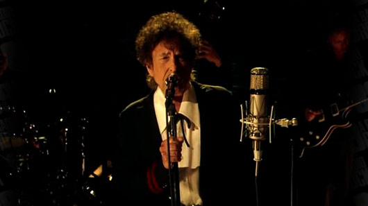 "Bob Dylan faz cover de ""It's Man Man's Man World"" do James Brown"
