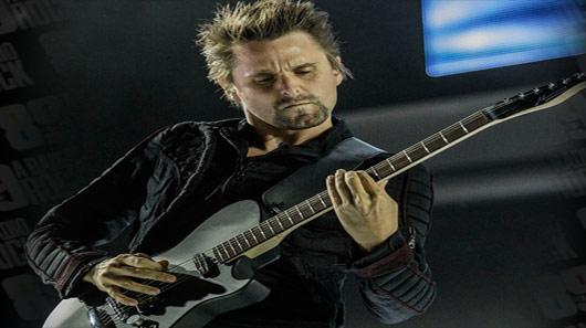 "Matt Bellamy, do Muse, lança single solo. Ouça ""Tomorrow's World"""
