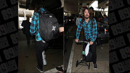 Dave Grohl roda os Estados Unidos usando mochila dos Raimundos