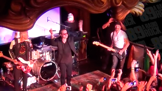 Integrantes do U2 aparecem de surpresa em show de banda cover