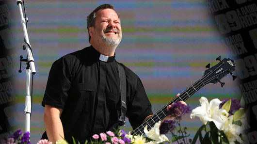 Endeusar o Nirvana é ridículo, diz baixista do Faith No More