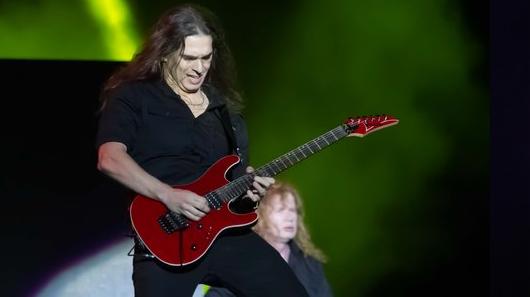 Confira primeiro show de Kiko Loureiro com o Megadeth