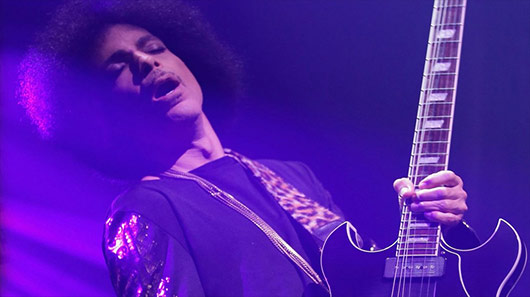 "Vídeo: Prince faz cover incrível de ""Whole Lotta Love"", do Led Zeppelin"