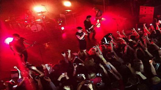 """""""Rising Up"""", som perfeito do Young Guns para ser executado ao vivo"""