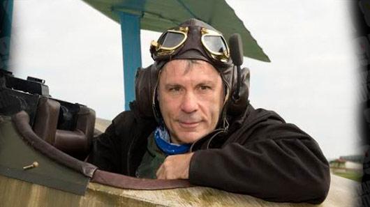 Bruce Dickinson faz pouso de emergência na Inglaterra