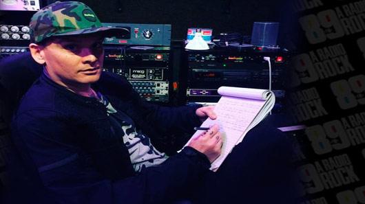 Blink-182 divulga foto no estúdio com Matt Skiba