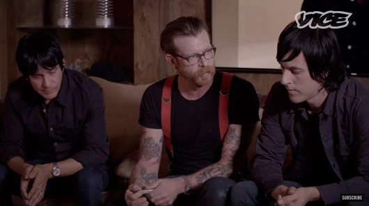 Eagles of Death Metal pretende tocar na reabertura do Bataclan. Veja entrevista