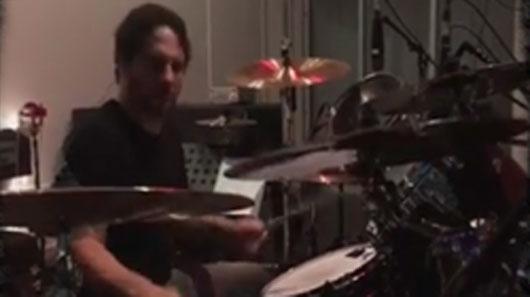 Veja: Ex-baterista do Slayer em vídeo com Suicidal Tendencies