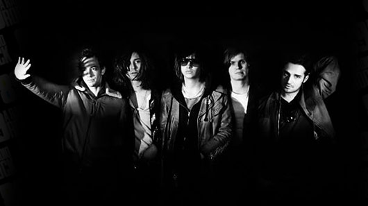 "The Strokes lança clipe do single ""Drag Queen"""