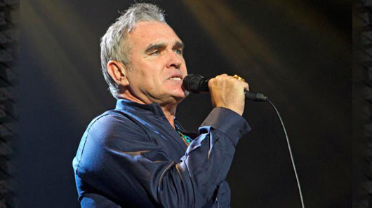 "Morrissey libera novo single. Ouça  ""Jacky's Only Happy When She's Up On The Stage"""