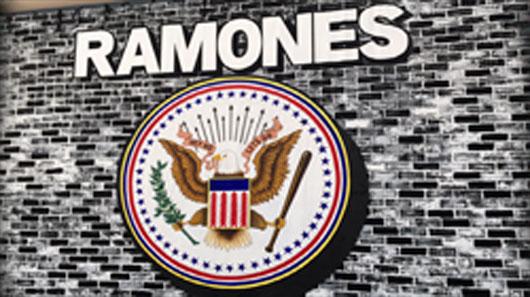 89 visita exposição sobre os Ramones em NY