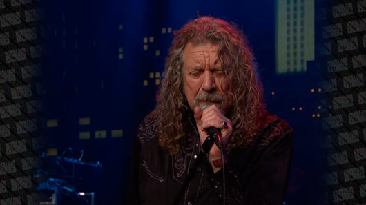 Vídeo: Robert Plant faz releitura de clássico do Led Zeppelin