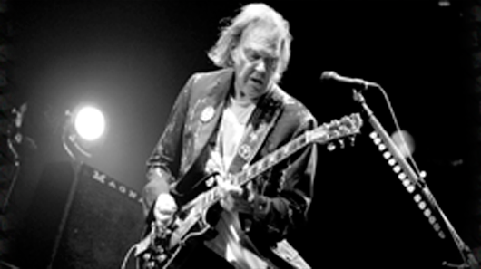 "Neil Young libera novo disco ""Peace Trail"""