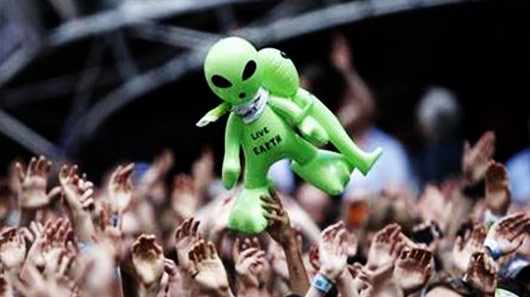 """Extraterrestres"" interferem no show do Radiohead em Coachella"