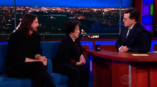 Dave Grohl e sua mãe falam sobre morte de Kurt Cobain em programa de TV