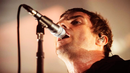 "Liam Gallagher canta ""For What It's Worth"" em sua estreia solo na TV americana"