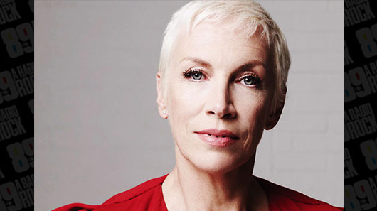 Rádio de Los Angeles trata Annie Lennox, vocalista do Eurythmics, como iniciante