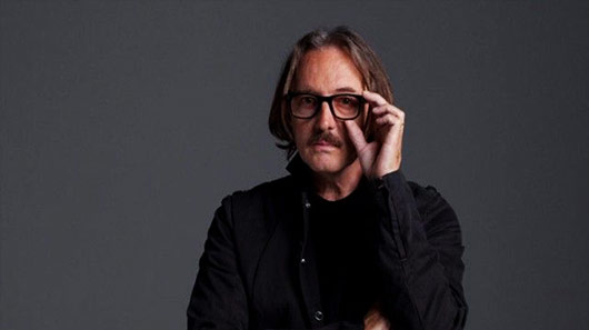 "Baterista do Garbage e produtor de ""Nevermind"", Butch Vig lança novo projeto: 5 Billion In Diamonds"