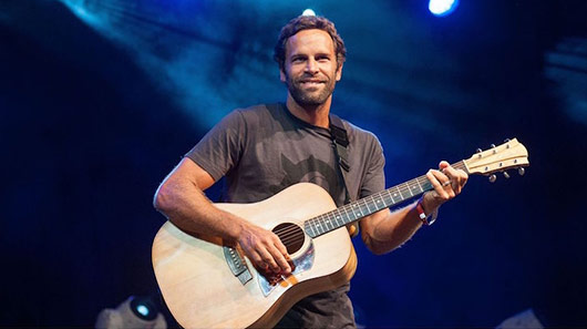 "Jack Johnson está de música nova; ouça ""The Captain is Drunk"""