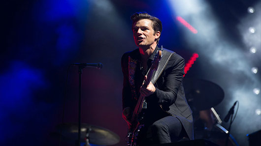 "The Killers faz cover de ""Crown of Love"", do Arcade Fire"