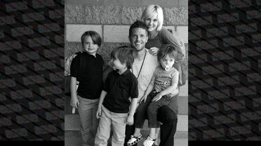 Filhos de Brandon Flowers assistem show do The Killers pela primeira vez