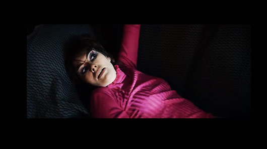 "Novo clipe do Kasabian traz Lena Headey, atriz de ""Games Of Thrones"""