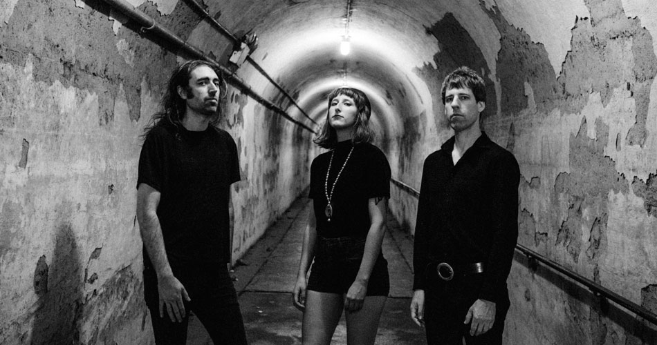 A Place To Bury Strangers anuncia novo disco e libera clipe do primeiro single