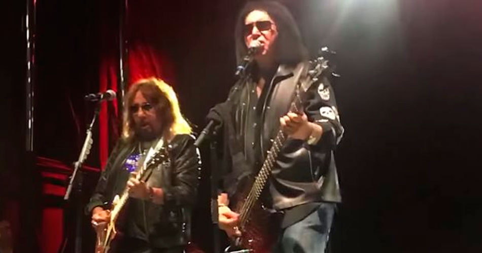 Gene Simmons e Ace Frehley tocam juntos no The Vault Experience