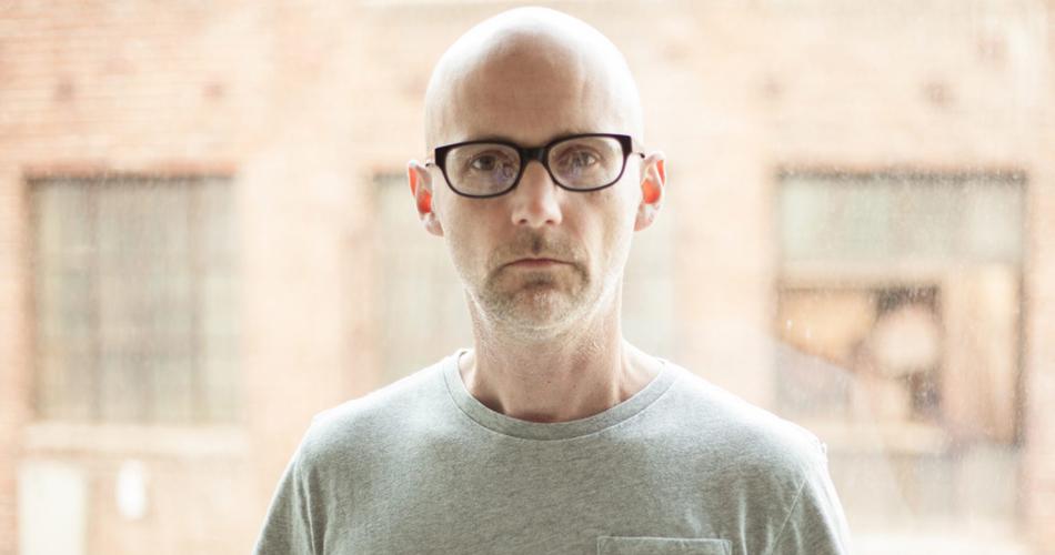 """Moby anuncia álbum com orquestra e libera nova versão de """"Porcelain"""" - A  Rádio Rock - 89,1 FM - SP"""