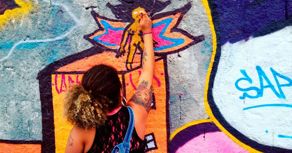 Caluz: grafiteira apresenta sua 1ª mostra individual de artes plásticas em SP