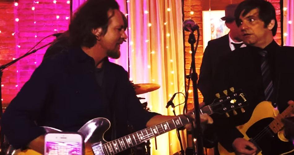 Eddie Vedder: veja apresentação surpresa do músico em restaurante