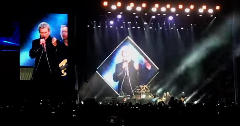 Foo Fighters leva John Travolta e Billy Idol para o palco