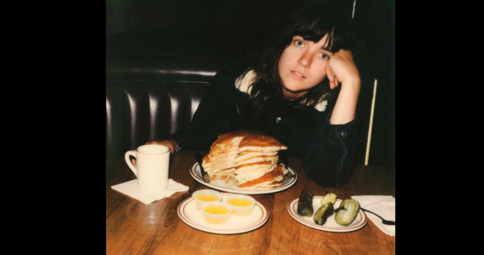 "Courtney Barnett libera novo single ""Sunday Roast"""