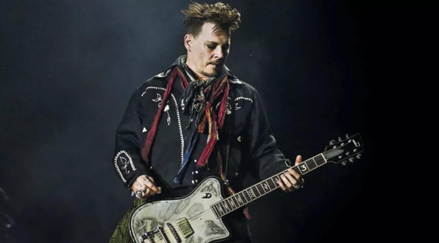 """Hollywood Vampires: Johnny Depp assume os vocais em """"Heroes"""", de David Bowie"""