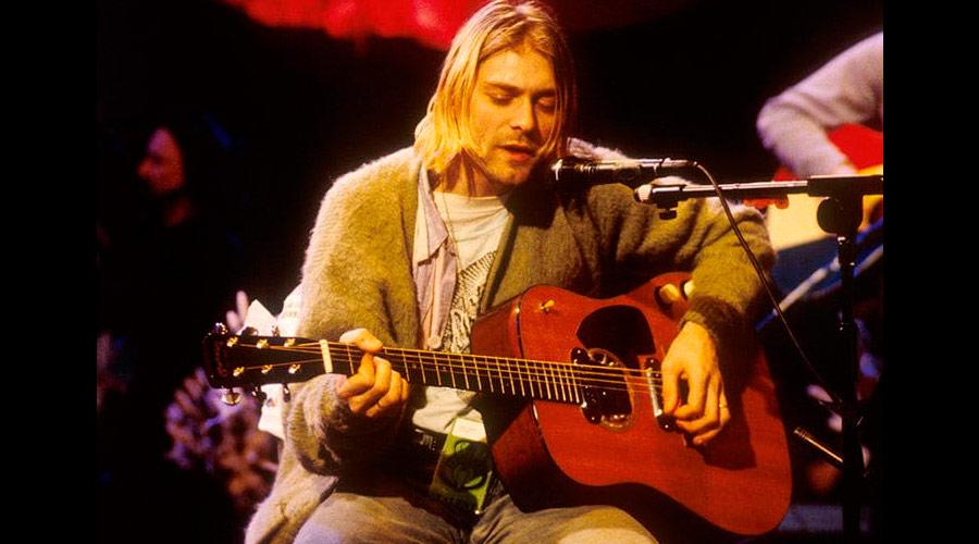 """Filha de Kurt Cobain se separa e deixa violão do """"MTV Unplugged"""" com o ex"""