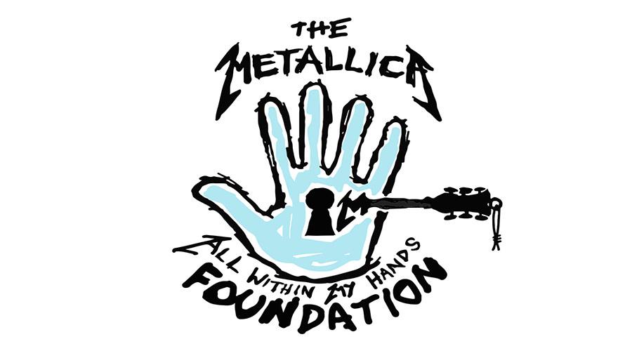 Fundação criada pelo Metallica ajuda comunidades carentes por onde a banda passa