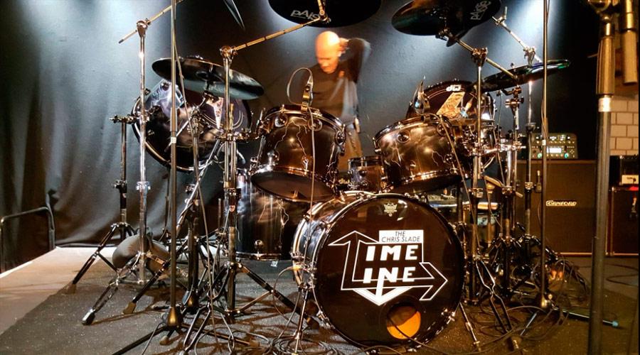 Veja performance da The Chris Slade Timeline, banda comandada pelo baterista do AC/DC