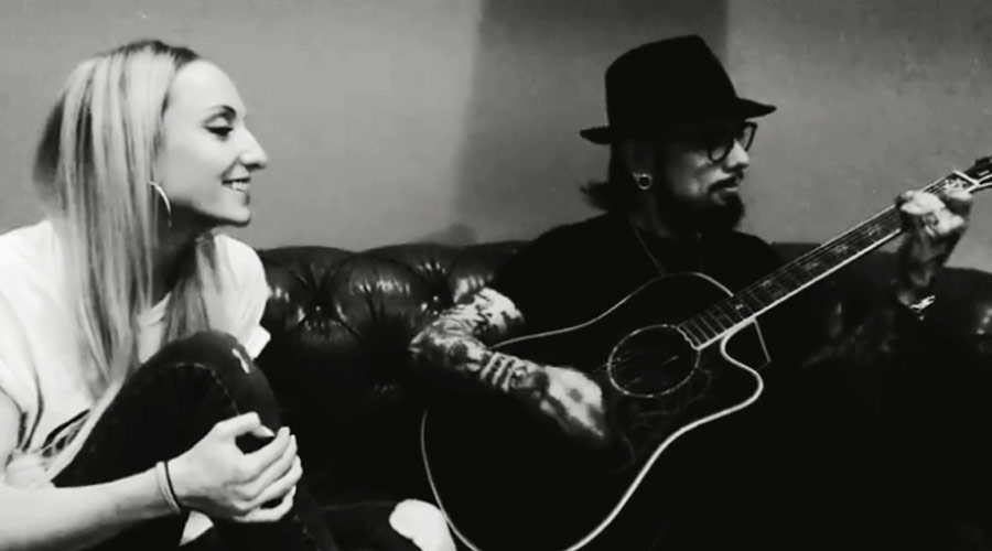 "Veja Dave Navarro fazendo cover de ""Man in the Box"", do Alice in Chains"