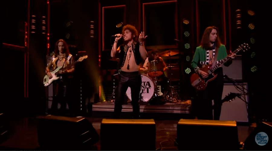 "Greta Van Fleet faz estreia de ""When the Curtain Falls"" na TV americana"