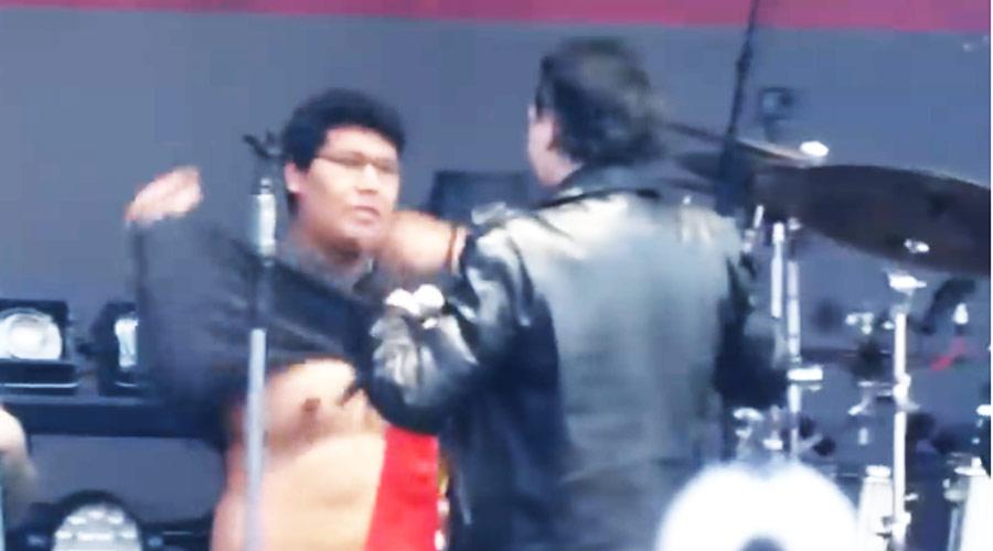 Vídeo: Marilyn Manson faz fã tirar camiseta do Avenged Sevenfold em seu show