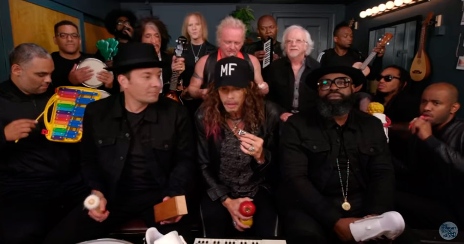 "Vídeo: Aerosmith toca ""Walk This Way"" com instrumentos de brinquedo"