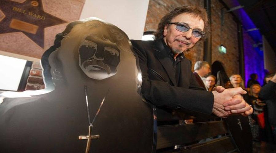 """Black Sabbath ganha """"banco de heavy metal"""" em evento dentro de igreja de Birmingham"""
