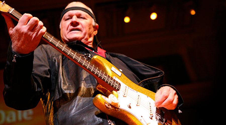 Mundo do rock perde Dick Dale, pioneiro da surf music
